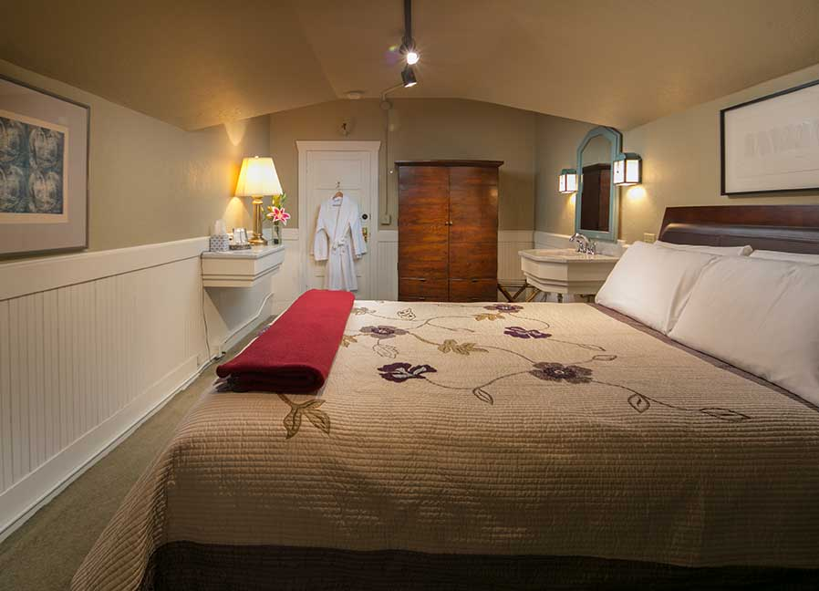 Room #108 | Seattle Bed and Breakfast | The Gaslight Inn
